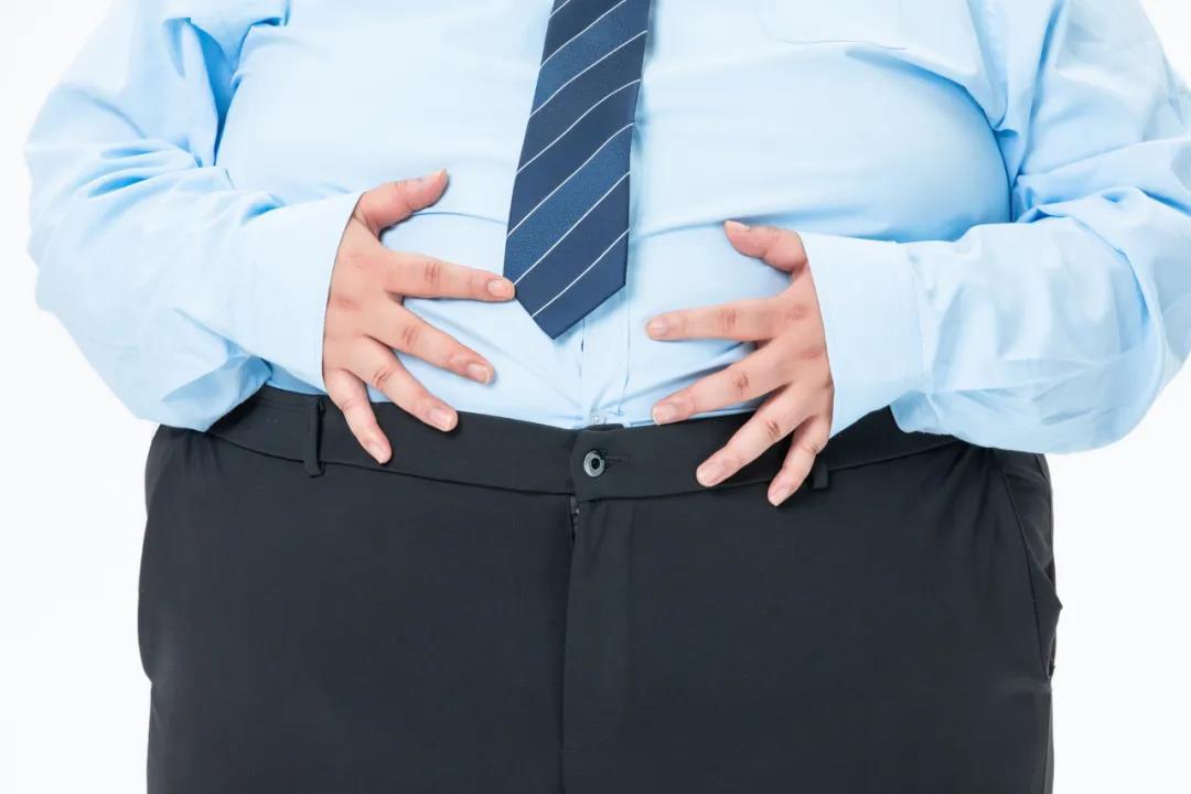 水肿型肥胖:8个小时胖5斤!教你3招,消除水肿瘦下来